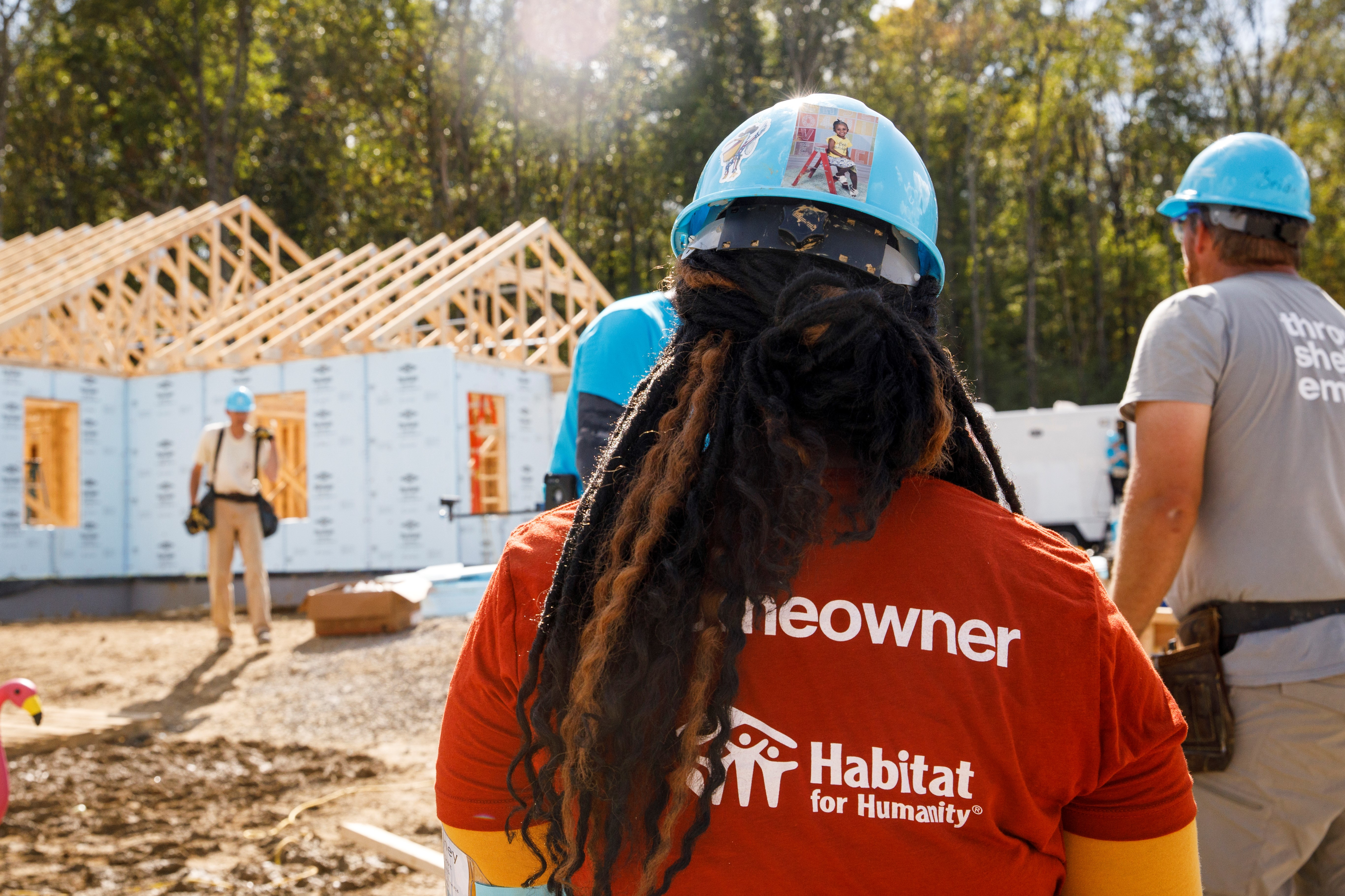 Habitat Homeowner Brittaney working alongside volunteers at Jimmy Carter Work Project